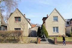 Einzelhäuser mit Hausfassade aus gelben Klinkern - Wohnhäuser in HH-Bahrenfeld.