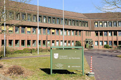 Finanzamt Buchholz in der Nordheide; Verwaltungsgebäude - Architektur der 1970er Jahre.