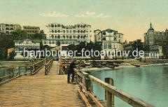 Altes Foto / Ansicht der Seebrücke und der historischen Gebäude / Hotel - Restaurant - Cafe am Ostseeufer von Sassnitz.
