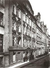 Kaufmanns- und Bürgerhäuser aus dem 17. + 18. Jahrhundert auf dem Wandrahm. Die Hausfassaden sind mit barocken Stuckelementen verziert. Ab 1883 wurden die Wohnviertel auf den Elbinseln Kehrwieder und Wandrahm abgerissen.
