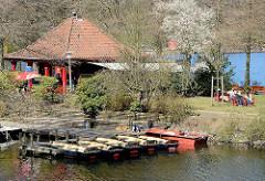 Liebesinsel im Frühling - Stadtparksee in Hamburg Winterhude - Bootsverleih.