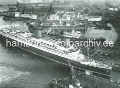Luftaufnahme der Hamburger Werft Blohm & Voss - Passagierschiff EUROPA am Werftkai