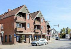 Modernes Wohngebäude / Balkons - Hauptverkehrsstrasse, Mühlenstrasse / Pinneberger Strasse, Wedel.