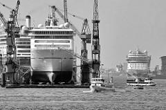 Kreuzfahrtschiffe im Hamburger Hafen - das Passagierschiff Europa 2 ist auf der Werft Blohm + Voss eingedockt.