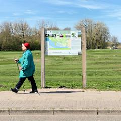Informationstafel über den Regionalpark Wedeler Au.