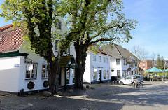 Denkmalgeschütze Wohnhäuser am Marktplatz von Wedel.