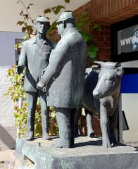 Skulptur  von Egon Lissow: Wedeler Ochsenmarkt; Bronze, 1984.