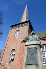 Kirchturm der Immanuelkirche in Wedel - Denkmal des Wedeler Dichter und Pastor Johann Rist.