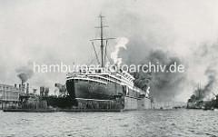 Passagierschiff Bremen im Schwimmdock der Werft Blohm & Voss.