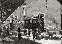 Das Frachtschiff IMPERATOR ist am Kaiserkai vertäut; Hafenarbeiter transportieren mit der Sackkarre grosse Ballen. Weitere Ballen sind im Schnee auf dem Kaiserkai gestapelt. Drei Hafenarbeiter stehen mit Hüten und Ohrenschützern im Schneefall.