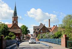 Brücke über die Dove Elde in Dömitz - Stadtkirche / Johanneskirche.