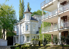 Weisse Villa mit Turmzimmer - Gründerzeitarchitektur in Hamburg Niendorf - König Heinrich Weg.