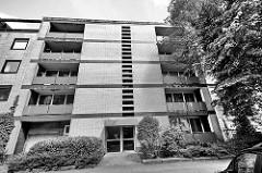 Strenge, lineare Fassadengestaltung - Wohnhaus in Hamburg Hohenfelde.