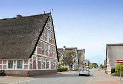 Fachwerkhäuser mit Reetdach, Westerjork in Jork / Altes Land.