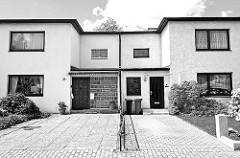 Doppelhaus im Repgowstieg /Hamburg Stellingen - Hamburger Architekturfotografie in Schwarz Weiss.