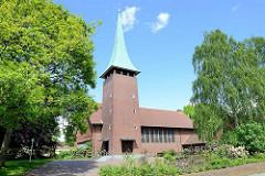 Auferstehungskirche in Hamburg Marmstorf - Kirchturm mit Kupferspitze. Die Auferstehungkirche wurde 1958 fertig gestellt; Architekten Schmidt + Kraut.
