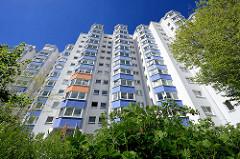 Hochhaus der Lenz-Siedlung in Hamburg Stelling; die Siedlung wurde 1977 erbaut - in den bis zu 13 geschossigen Hochhäusern leben ca. 3000 Menschen.