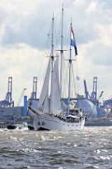 Hafengeburtstag Hamburg - historische Segelschiffe bei der Einlaufparade - Dreimast-Gaffelschoner MINERVA.