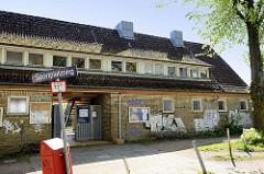 Eingangsgebäude Fussballplatz / Sportplatz am Sportplatzring in Hamburg Stellinen.