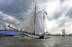 Hafengeburtstag Hamburg - historische Segelschiffe bei der Einlaufparade - JAN HUYGEN; erbaut 1909 alst Küstenfrachter.