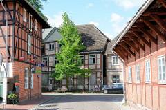 Fachwerkgebäude, Wohnhäuser mit Fachwerk in der Torstrasse von Dömitz - im Hintergrund Fachwerkhaus in der Elbstrasse.