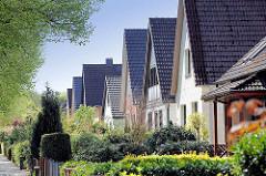 Einzelhäuser mit Satteldach / Spitzdach - Vogt- Kölln-Strasse in Hamburg Stellingen.