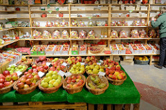 Hofladen mit Äpfeln - Herzapfelhof in Jork.