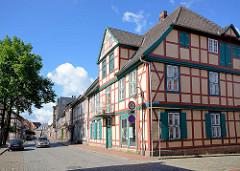Restauriertes Wohnhaus mit Speicher, das Fachwerkgebäude steht unter Denkmalschutz - Fotos aus Dömitz.