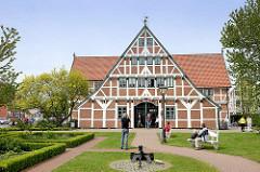 Rathaus Jork - ehem. Gräfenhof, 1651 als Herrenhaus errichtet; 1980 zum Rathaus der Gemeinde umgebaut.