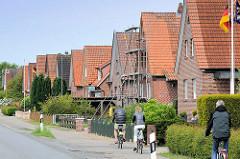 Einfamilienhäuser mit Satteldach  - Baustil der 1950er Jahre; Bilder aus Jork, Landkreis Stade.