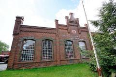Ehem. Städtisches Elektrizitäts- und Wasserwerk von Dömitz, erbaut 1903 - heute Feuerwehrhaus der Freiwilligen Feuerwehr.