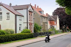 Einzelhäuser / Villen an der Werderstrasse in Dömitz - Motorrad.