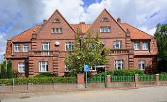 Doppelhaus mit Klinkerfassade  / Giebel; An der Bleiche in Dömitz, Elbe.