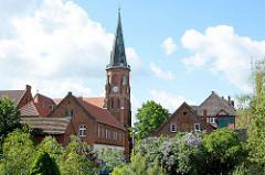 Blick über die Dove Elde zur Dömitzer Johnneskirche