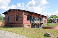 Fachwerkgebäude, Lager am Güterbahnhof Hafen Dömitz, jetzt als Gewerbegebäude genutzt.