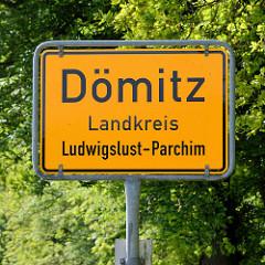 Ortsschild, Stadtschild Dömitz, Landkreis Ludwigslust-Parchim.