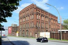 Historische Industriearchitektur Hamburg Harburgs - New-York Hamburger Gummi-Waaren Compagnie Aktiengesellschaft. Nartenstrasse Ecke Neuländerstrasse. Backsteingebäude - leerstehende Fabrik.