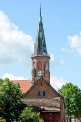 Kirchturm der Johanneskirche Dömitz; neugotische Hallenkirche, erbaut 1872 - Architekt Oppermann.