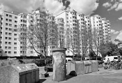 Hochhäuser der Lenz-Siedlung in Hamburg Stelling; die Siedlung wurde 1977 erbaut - in den bis zu 13 geschossigen Hochhäusern leben ca. 3000 Menschen.