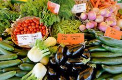Biogemüse auf dem Wulksfelder Bauernmarkt - Auberginen, Cherrytomaten - Gurken.