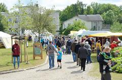 Wulksfelder Bauernmarkt - zahlreiche Aussteller mit regionalen Bioprodukten und Kunsthandwerk.