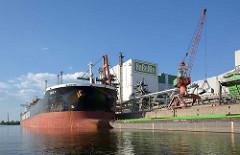 Massengutschiff ARIS T im Hamburger Hafen / Reiherstieg. Der Frachter hat eine Länge von 229,50m und hat eine Bruttoraumzahl BRZ von 49973.