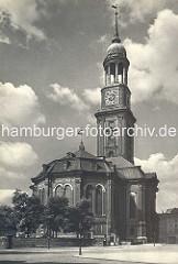 Alte Fotografie der St. Michaeliskirche, Wahrzeichen der Hansestadt Hamburg, ca. 1930.