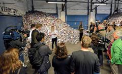 Eröffnung der 6. Triennale der Photographie in Hamburg - #snapshot, Oberhafenquartier, Erik Kessels - 24 hrs in photos.