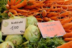 Biogemüse auf dem Wulksfelder Bauernmarkt - Kohlrabi, Möhren.