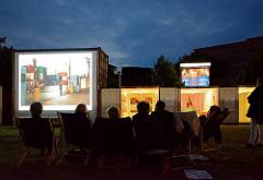 Abendveranstaltung im Containerdorf auf dem Deichtorplatz - Triennale der Photographie Hamburg.