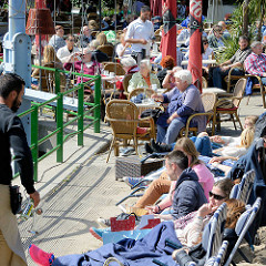 Beach-Club am Hamburger Museumshafen Ovelgönne im Hamburger Stadtteil Othmarschen.