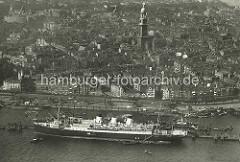 Der Schnelldampfer Cap Polonio liegt im Hamburger Hafen.