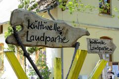 Holzschilder / Hinweisschilder Kulturelle Landpartie im Wendland.