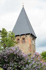 Kirche, Kapelle in Luckau / Wendland; gotischer Felssteinbau, rechteckiger Glockenturm.